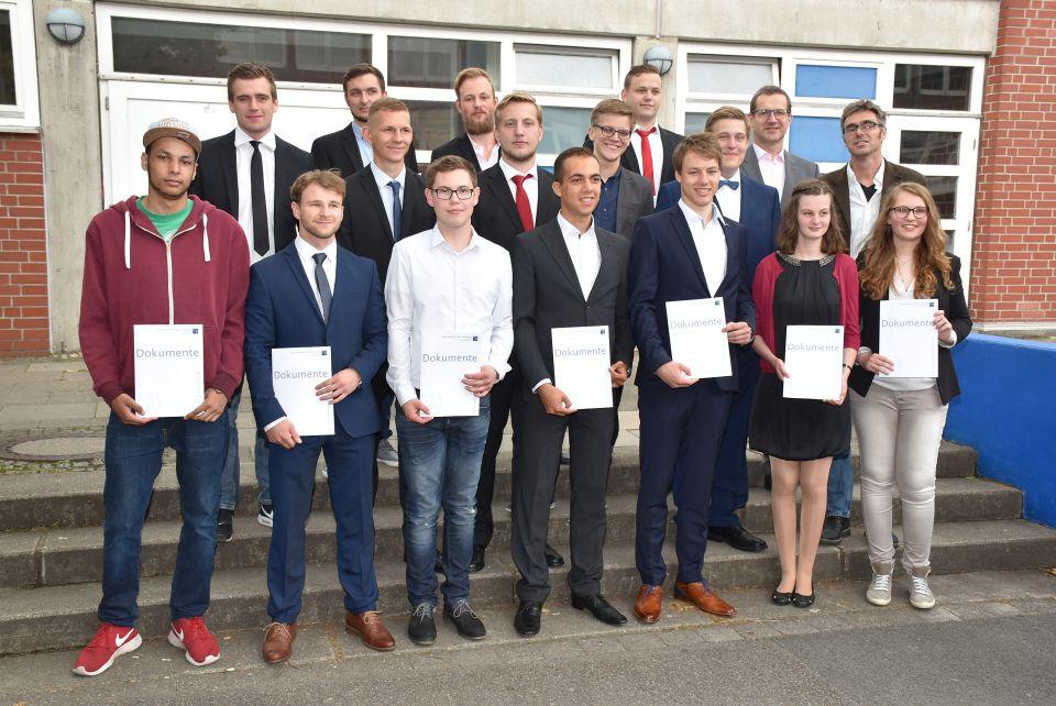Fachoberschule Klasse 12B, Chemie- und Elektrotechnik, Klassenleitung Herr Heidel, Herr Grüger